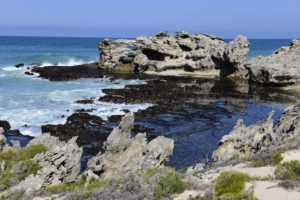 De-Hoop-Camino-Hole-in-the-Rock-COURAGE AUCTION